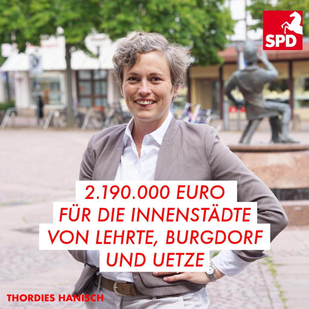 Thordies Hanisch vor Brunnen in Burgdorf. Text:2.190.00 für die Innenstädte von Lehrte, Burgdorf und Uetze